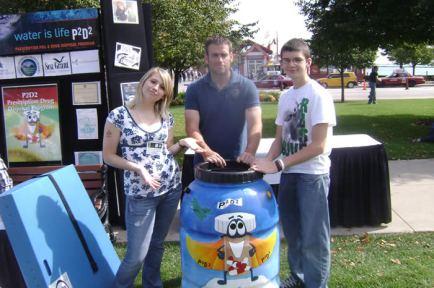 Students present a P2D2 rain barrel in Chicago, Illinois
